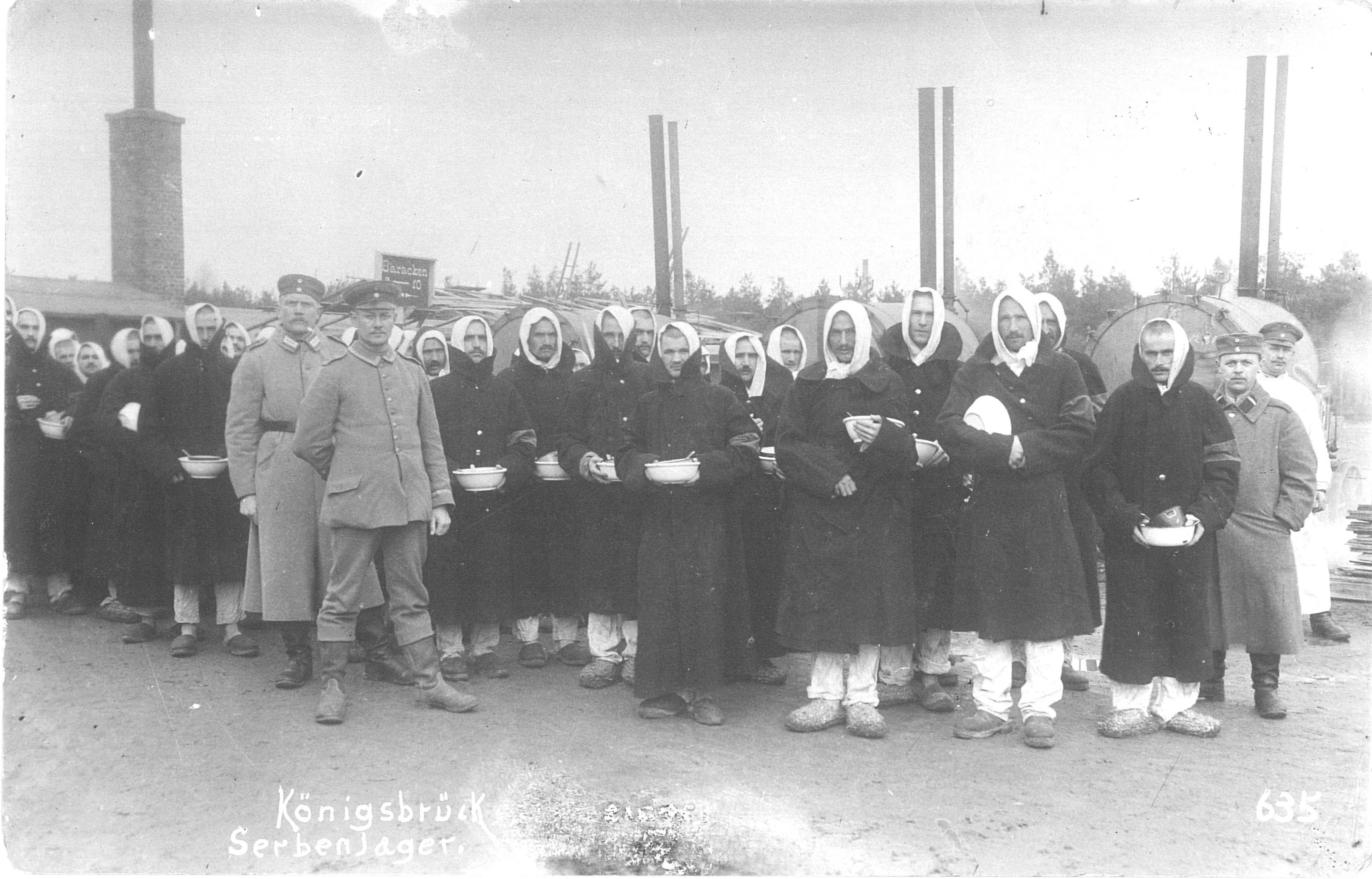Serbian prisoners of war at Königsbrück before the distribution of rations